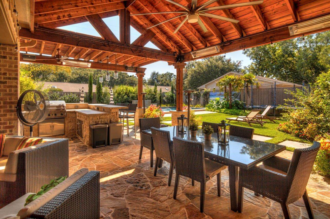 Enjoying Your Outdoor Living Area in the Fall